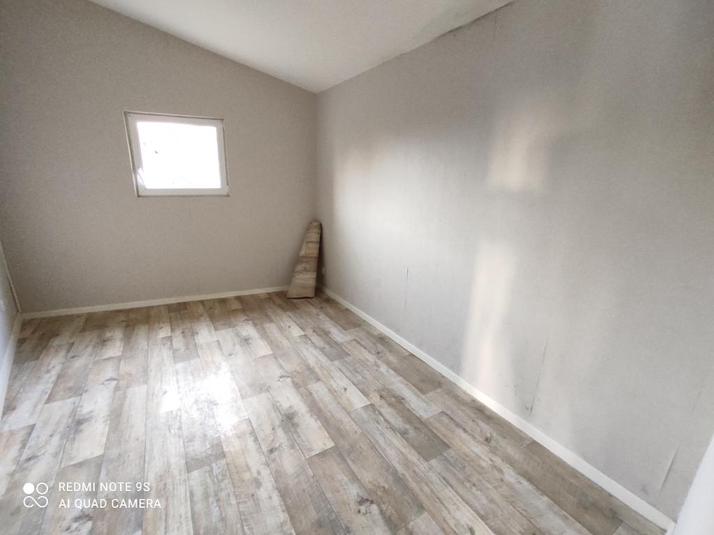 4 pieds guichen visiter le magasin maison proche guichen m pices terrain m urgent recherche. Black Bedroom Furniture Sets. Home Design Ideas